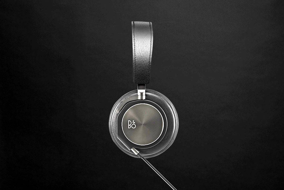 Close up look at one side of the beautiful BeoPlay H6 stylish headphones by B&O