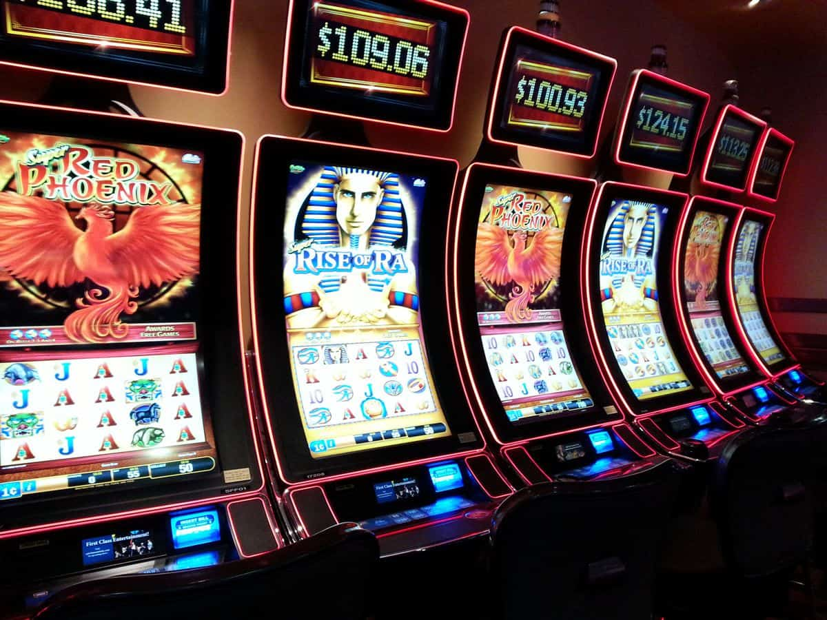 A photo of a row of six slot machines.
