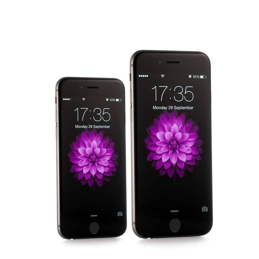A photo of the iPhone 6 and 6 Plus side by side.