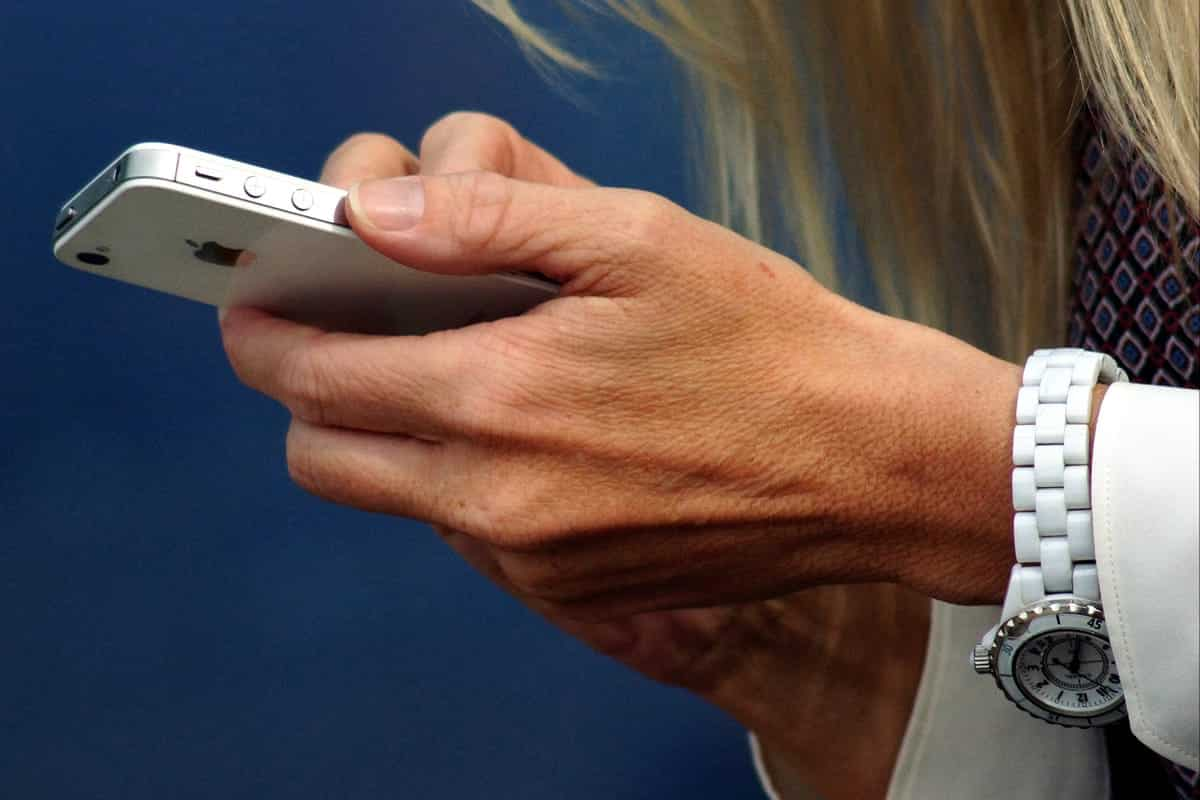 Woman holding iPhone.
