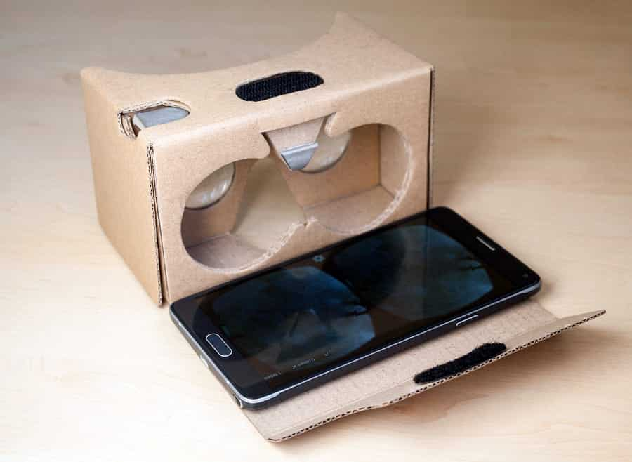 A photo of a smartphone ready to use with Google Cardboard.